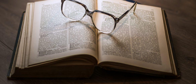 libro_con_occhiali-1170x500